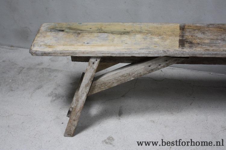 Sobere landelijke gerecycled oud houten bank oude stoere boeren